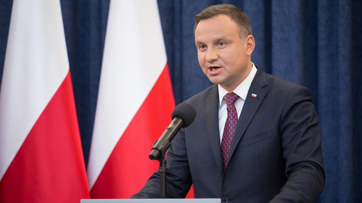 Президент Польши призвал банки приостановить погашение кредитов из-за коронавируса