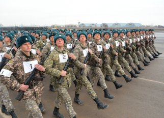 В Астане военнослужащие готовятся к параду