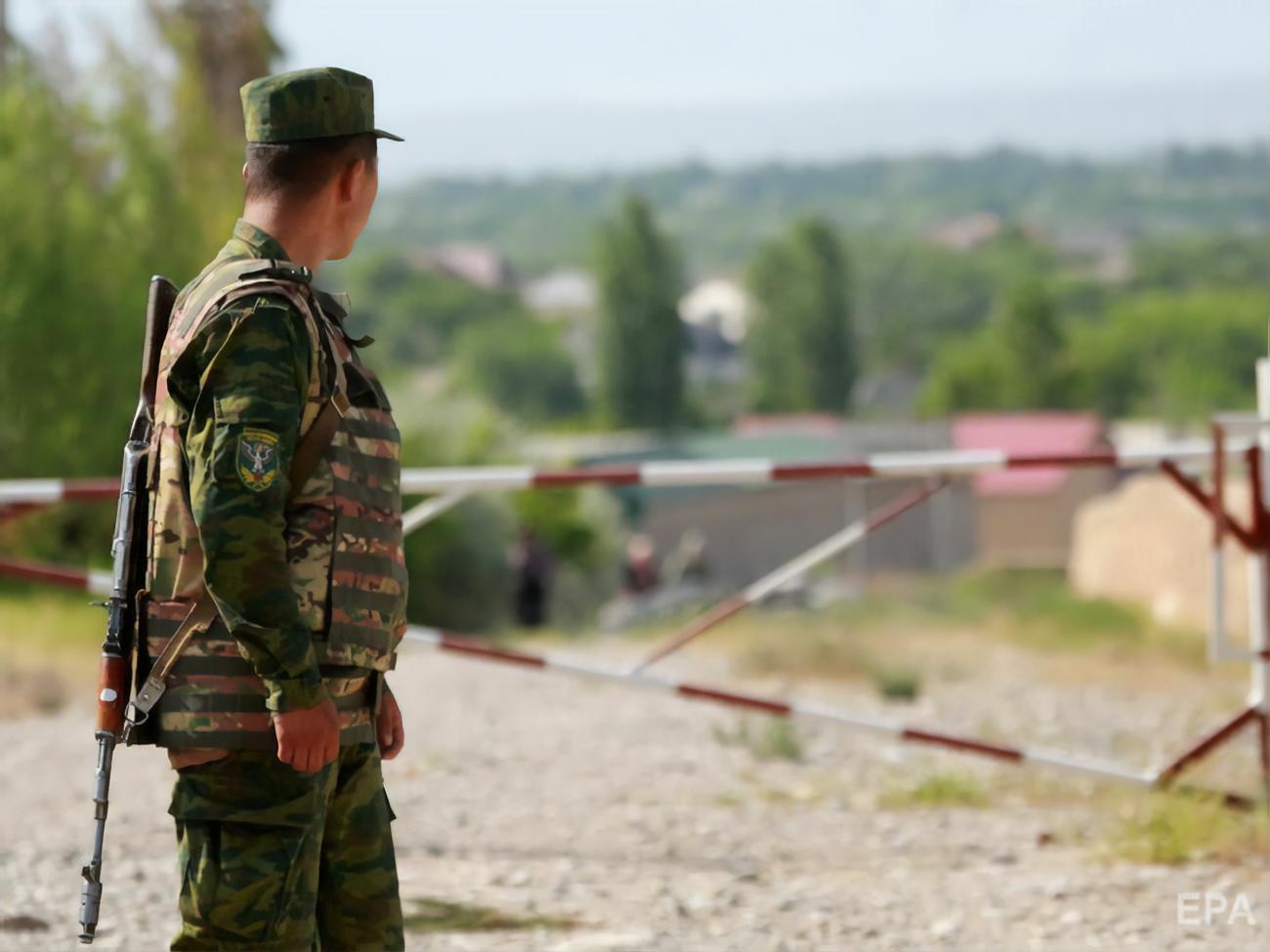 Более 300 афганских военных под натиском талибов отступили на территорию Таджикистана