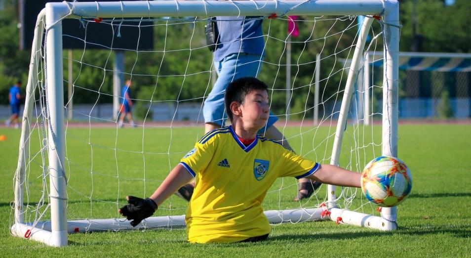 Али Турганбеков: «Однажды мы решили – если мне не позволят играть в футбол со сверстниками, я буду играть с мировыми звездами»