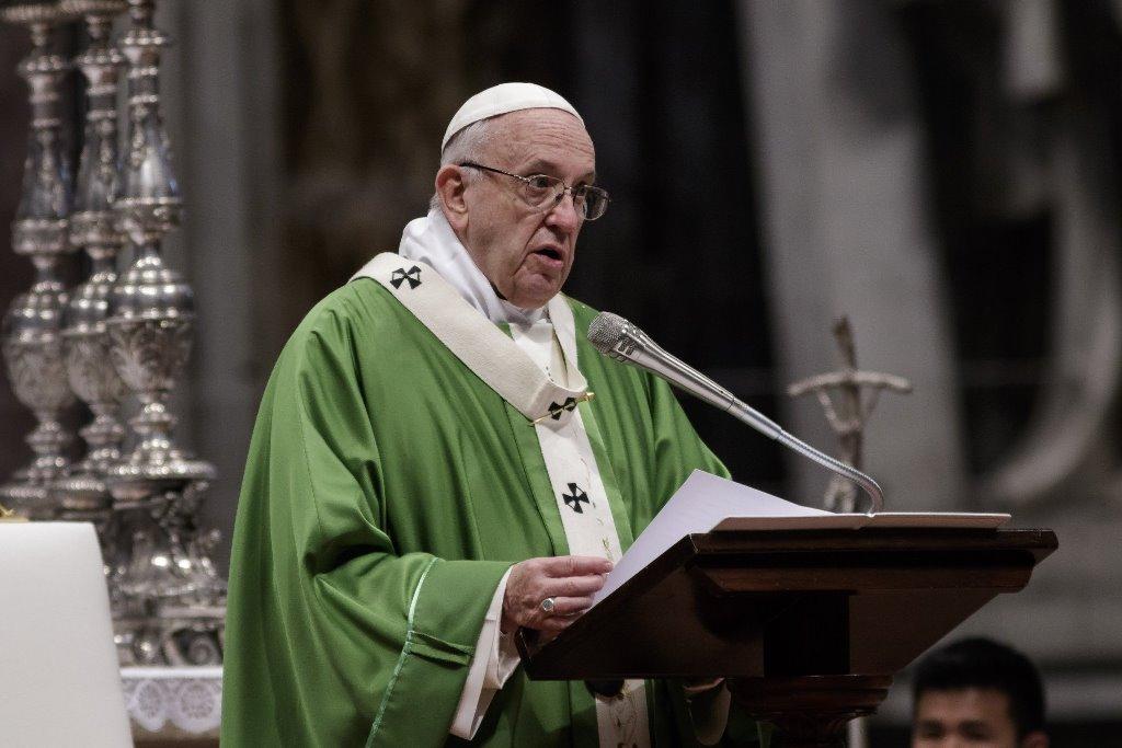 Папа римский призывает перенаправить деньги с закупок вооружений на борьбу с COVID-19