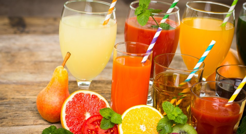 Каждый казахстанец в месяц выпивает в среднем около полулитра различных соков
