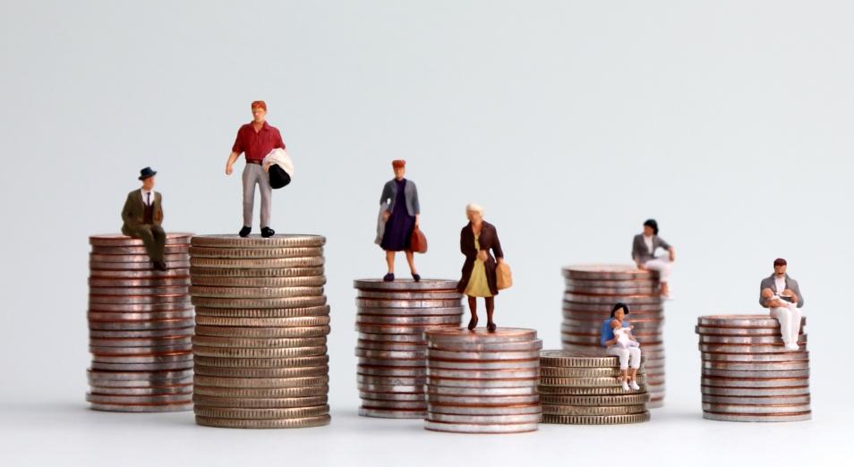 У госслужащих и топ-менеджмента в РК зарплаты втрое выше, чем у фермеров