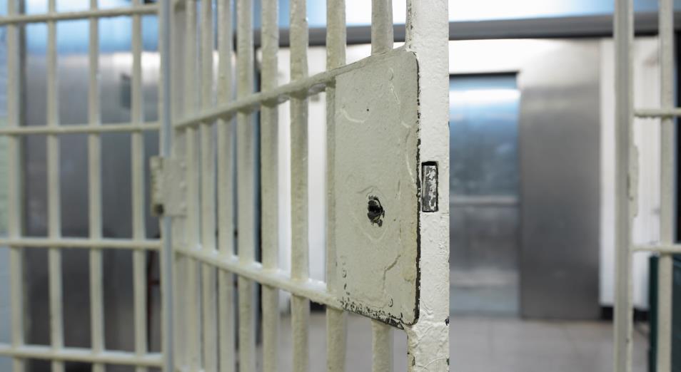 Осужденный за взятку экс-аким Аягоза освобожден из тюрьмы