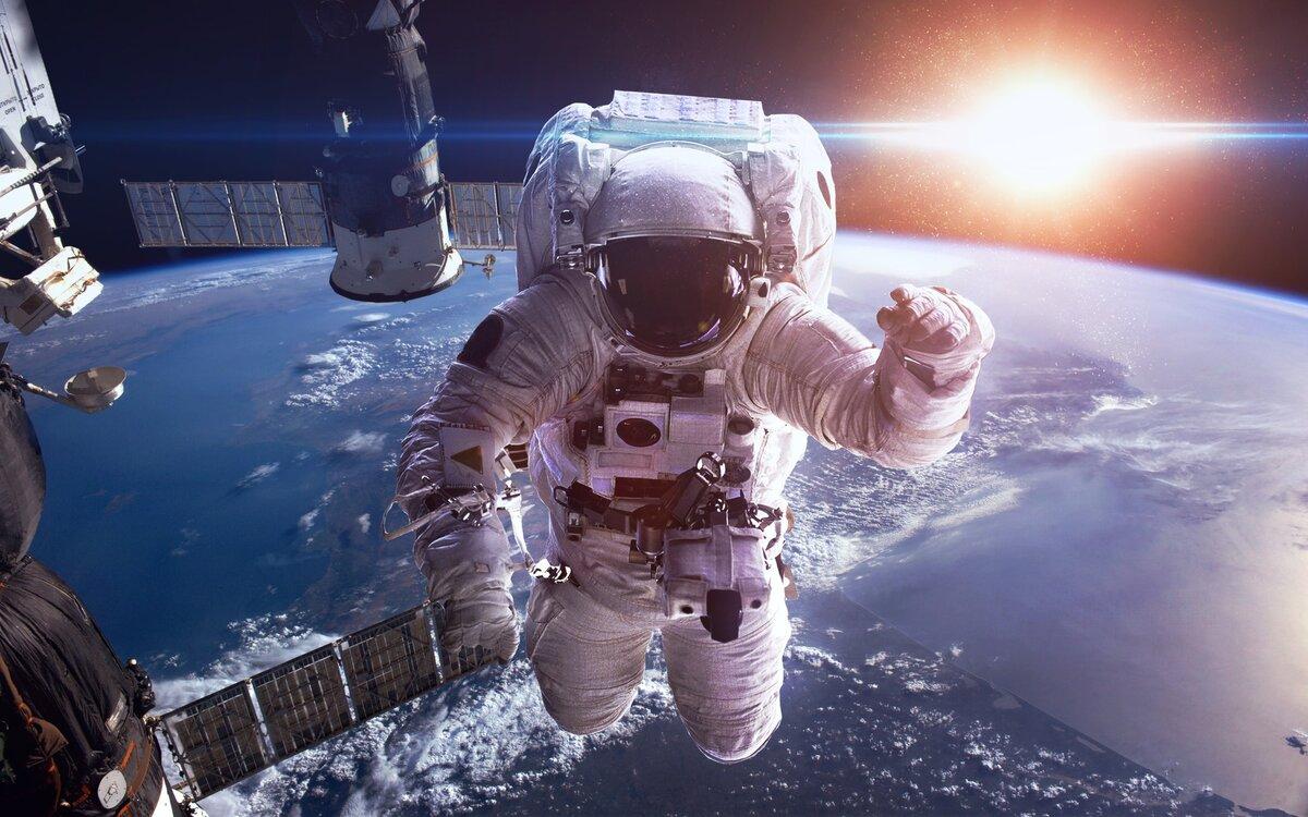 Астронавты на МКС вышли в открытый космос для установки солнечной батареи