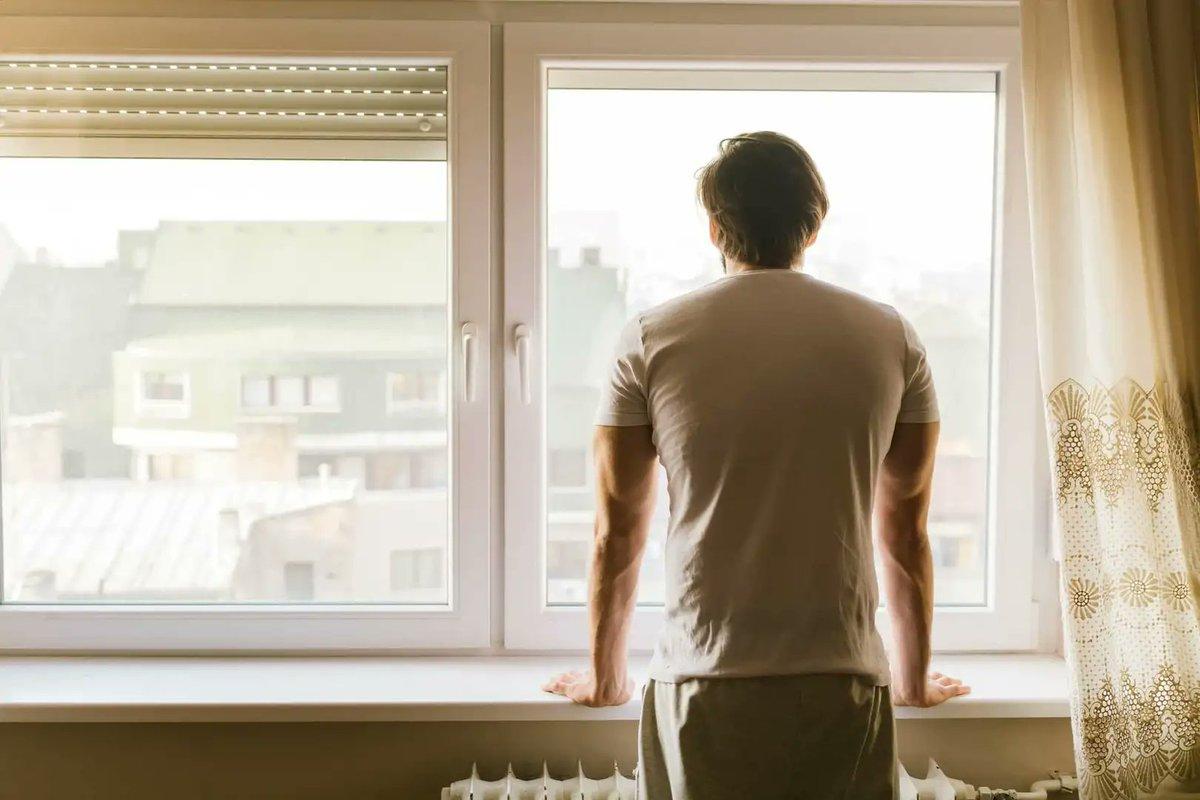 Мужчина пытался совершить суицид, спрыгнув с третьего этажа в Костанае