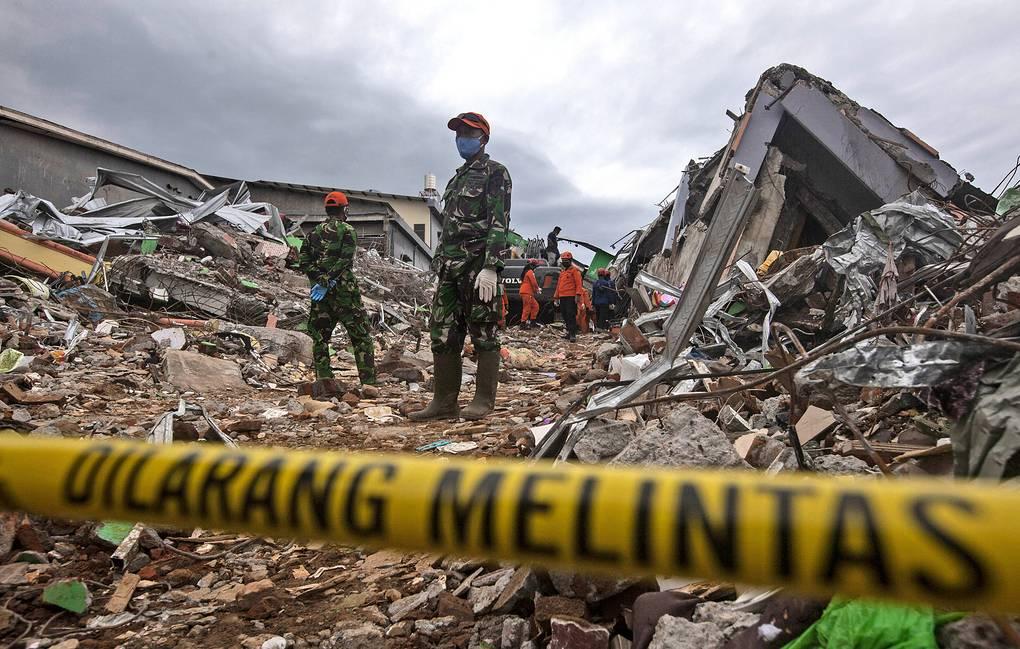 56 человек погибли из-за серии землетрясений в Индонезии