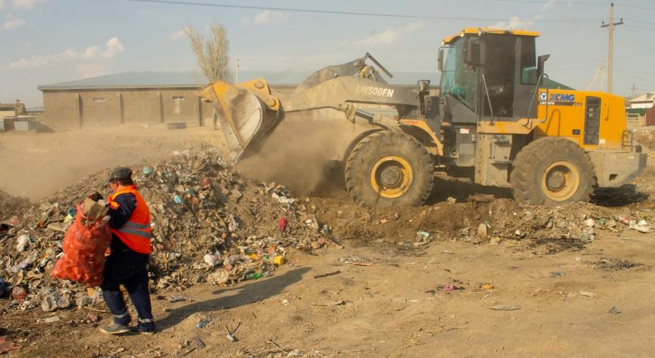 Кто уберет эти горы мусора? В «13-м районе» Кызылорды власти разбираются со стихийной свалкой