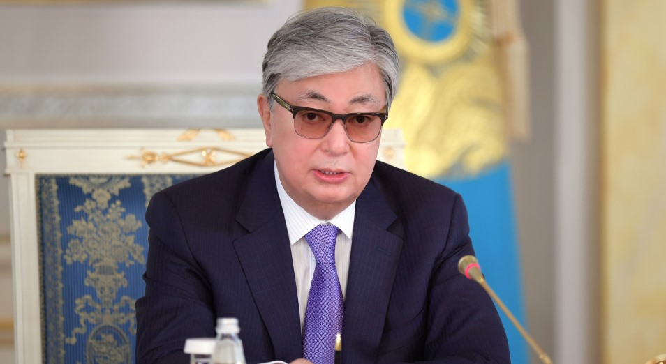 Токаев поручил отсрочить уплату налогов для МСБ и взыскание задолженности до начала вакцинации
