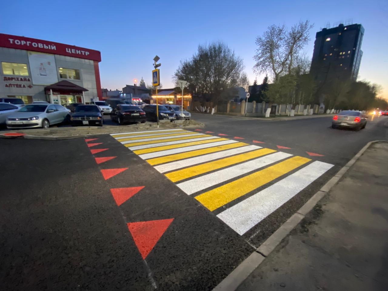 Приподнятый пешеходный переход и светофоры со смайликом появились в столице