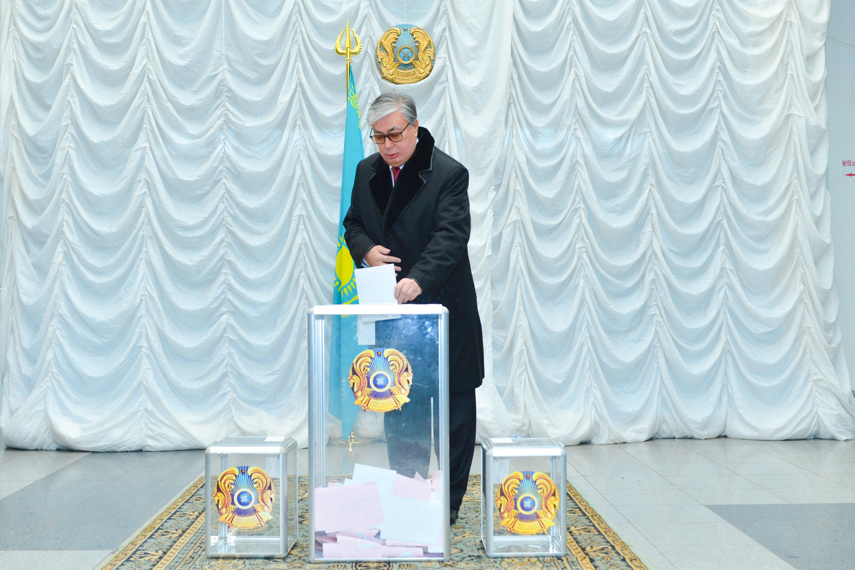 Токаев и Назарбаев проголосовали на парламентских выборах