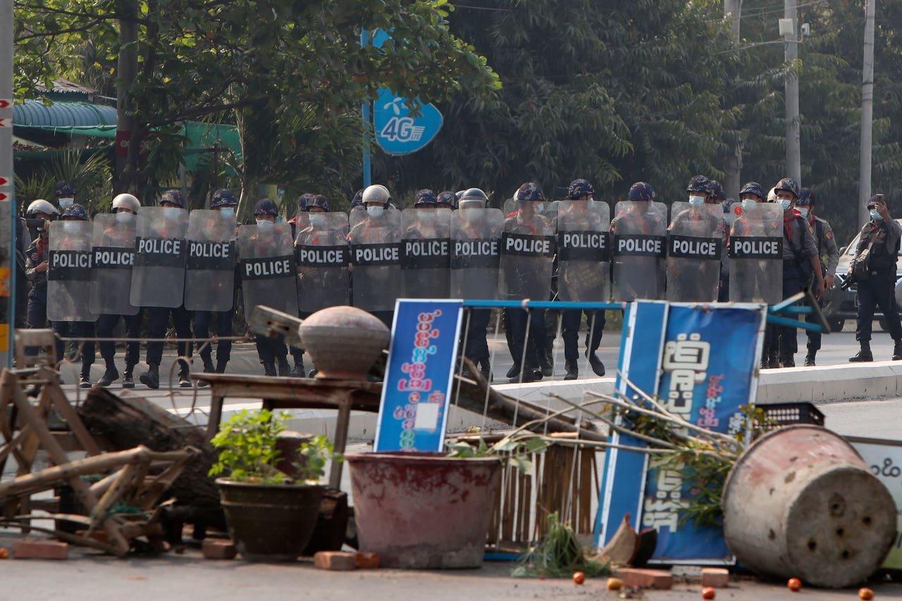 При разгоне протестов в Мьянме погибли не менее шести человек