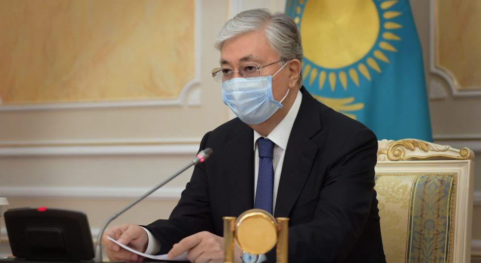 Токаев посмертно наградил орденами спасателей, погибших при ликвидации ЧП в воинской части