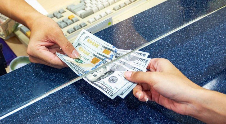 Казахстанцы активно нарастили покупки доллара в июне