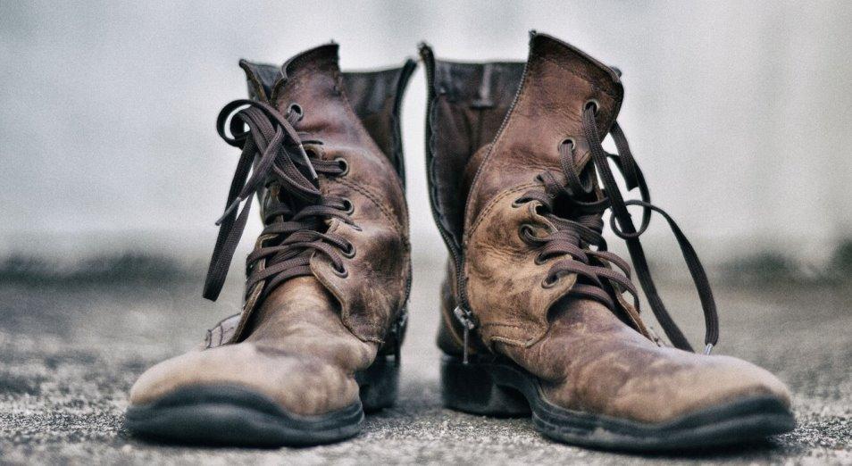 15 из 100 казахстанцев не могут себе позволить две пары зимней и летней обуви