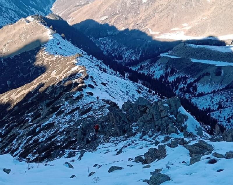 Обнаруженный в горах житель Алматы скончался