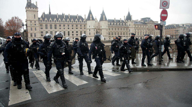 Участникам многотысячной вечеринки на западе Франции выписали 1,2 тыс. штрафов