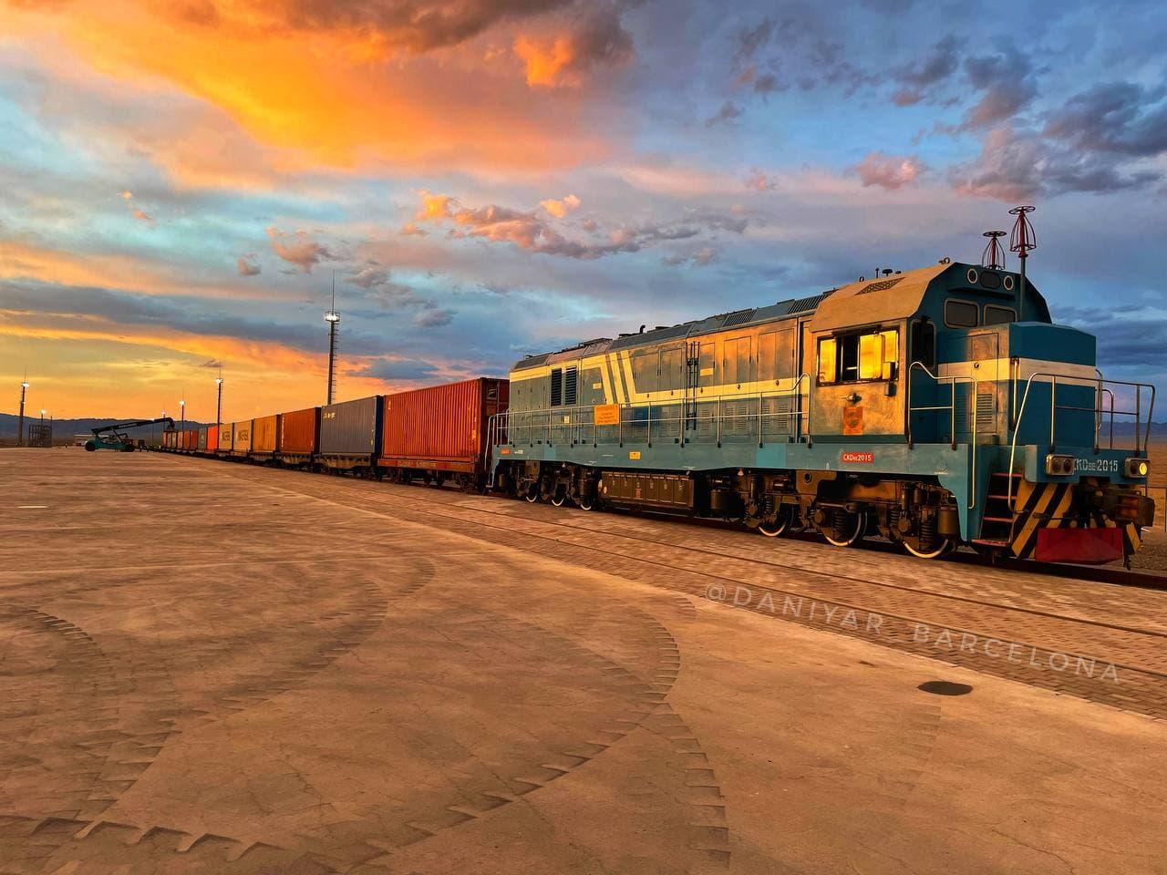 На границе с Китаем открылся новый крупный перевалочный грузотерминал