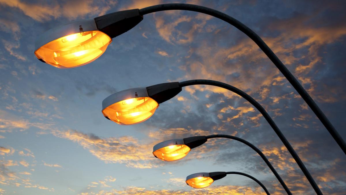 В Алматы в 2021 году будет освещено более 600 улиц