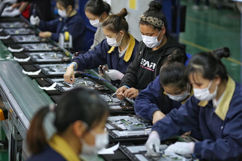 Китай отметил значительное сокращение отрицательного сальдо в торговле услугами