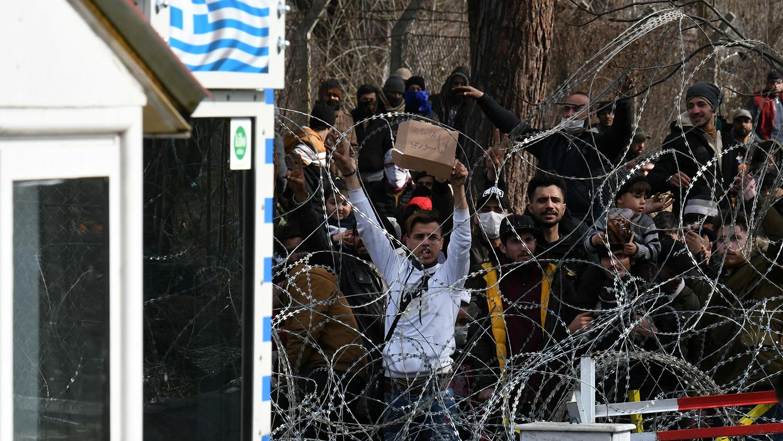 МИД Турции призвал Грецию прекратить выдворять беженцев