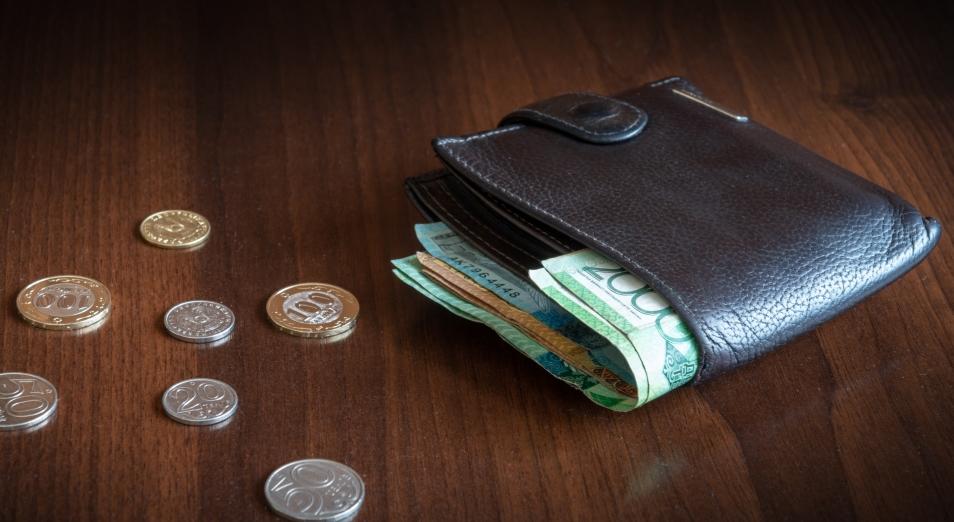 Заработная плата в Казахстане растет, а народ беднеет