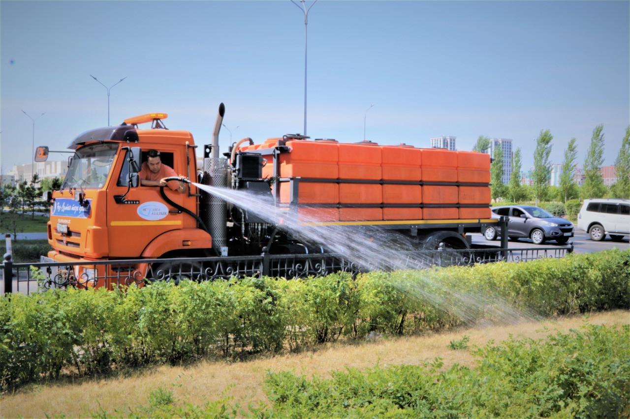 Как в Нур-Султане спасают зеленые насаждения от аномальной жары