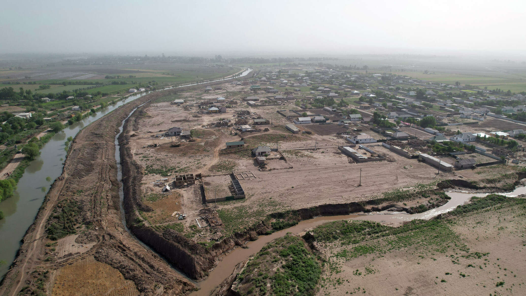 Двенадцать человек погибли в результате схода селевых потоков на севере Таджикистана