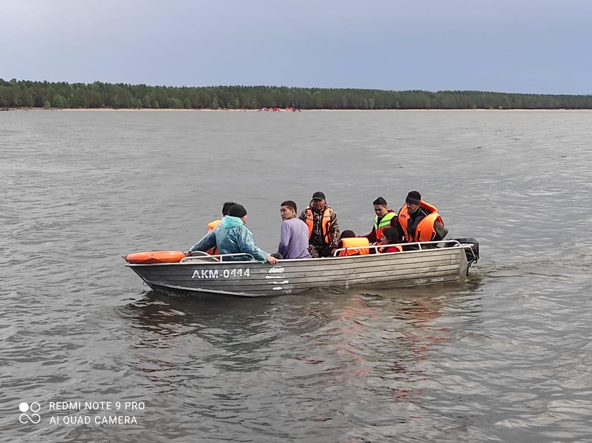 Акмолинские спасатели спасли пять человек на озере Боровое