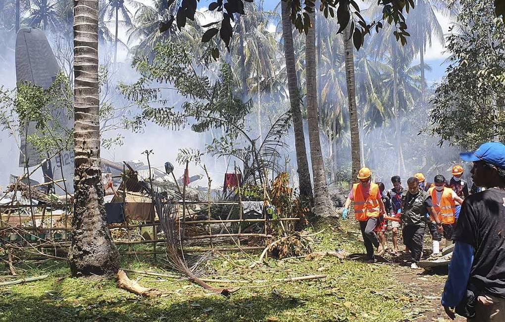 Число погибших при крушении военного самолета на Филиппинах достигло 29