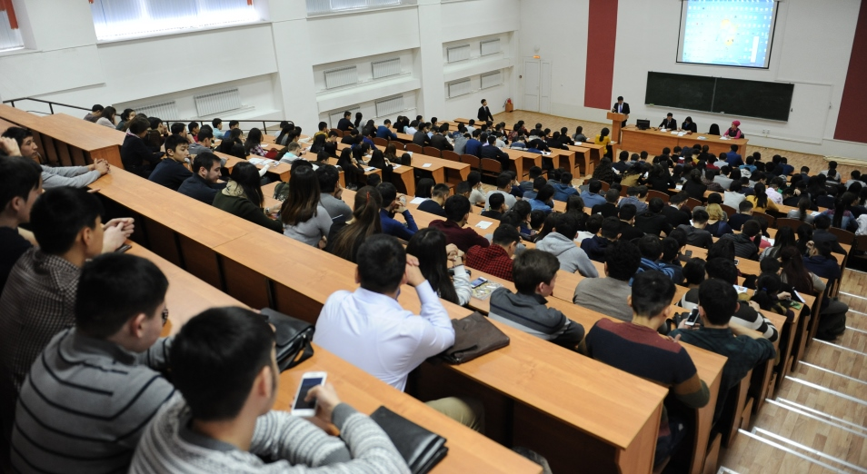 Более 300 новых программ введено в казахстанских вузах