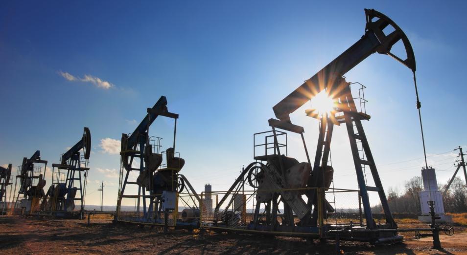 Тенге слабеет на фоне снижения цен на нефть