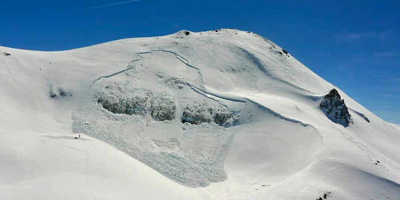 На востоке Франции один человек погиб после схода лавин