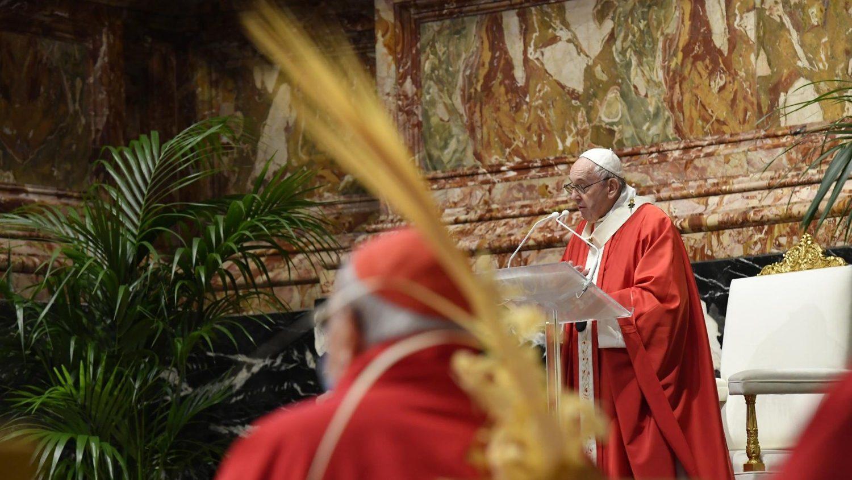 Папа римский провел службу в честь Вербного воскресенья практически без прихожан