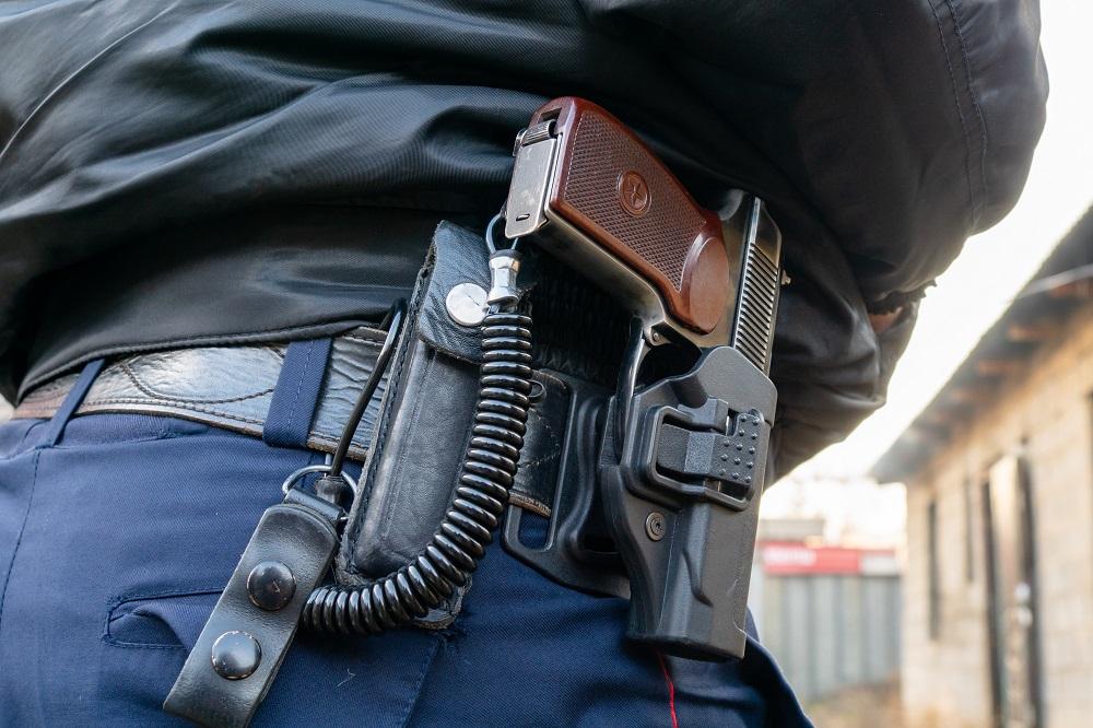 В Нур-Султане двое парней пытались ограбить банк