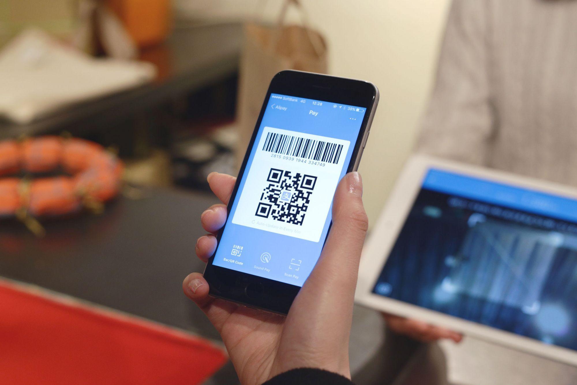 Оплата по QR-коду: что нужно знать о таких платежах и как не стать жертвой мошенников