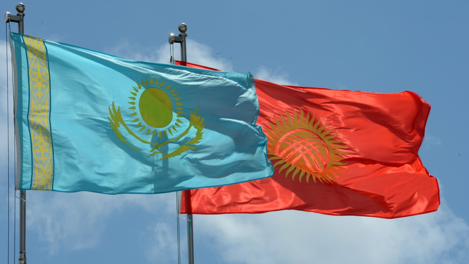 Казахстан ратифицировал соглашение с Кыргызстаном о сотрудничестве в области миграции