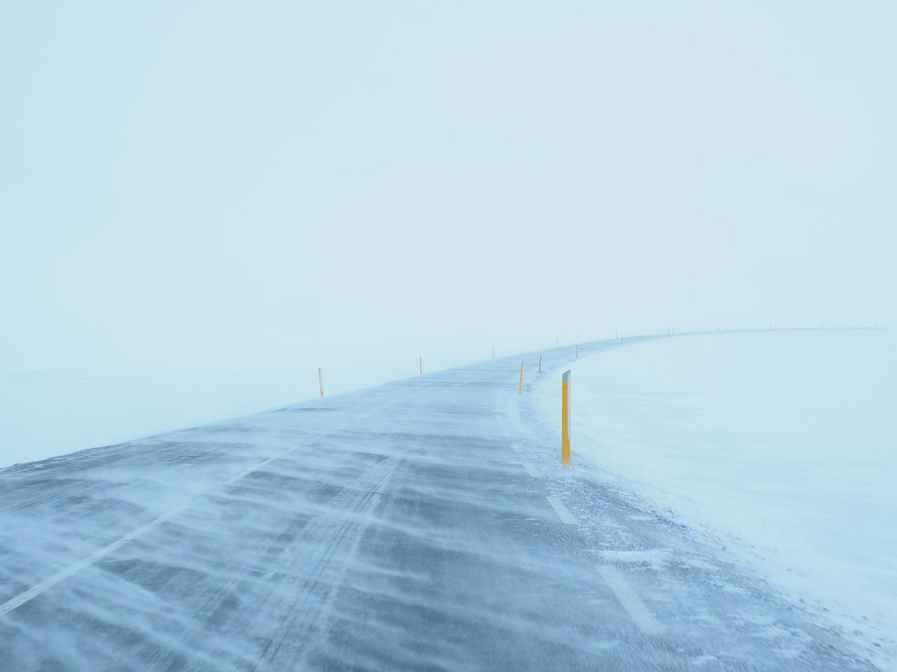 В СКО из-за мороза закрывают дороги по всем направлениям