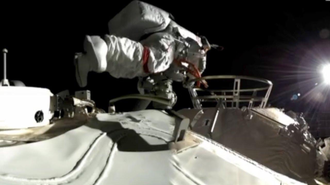 Космонавты на китайской орбитальной станции завершили выход в открытый космос