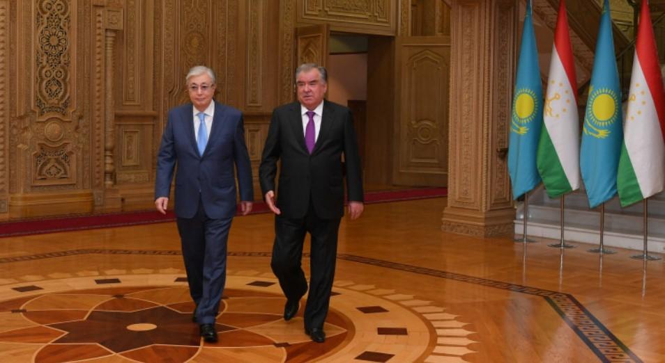 Токаев и Рахмон обсудили укрепление сотрудничества
