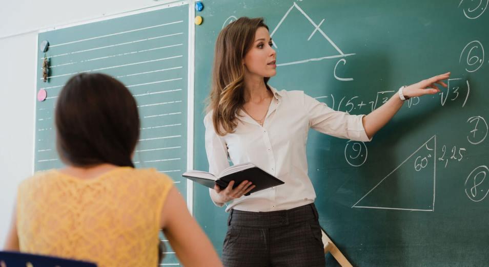 Зарплата работников сферы образования выросла сразу на 27% за год