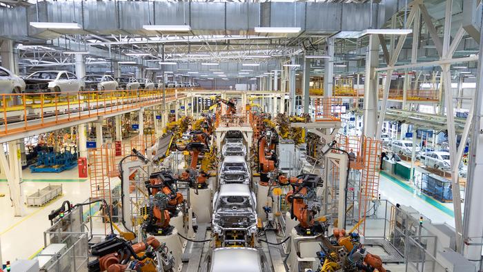 Рост промпроизводства в США в июне замедлился в два раза