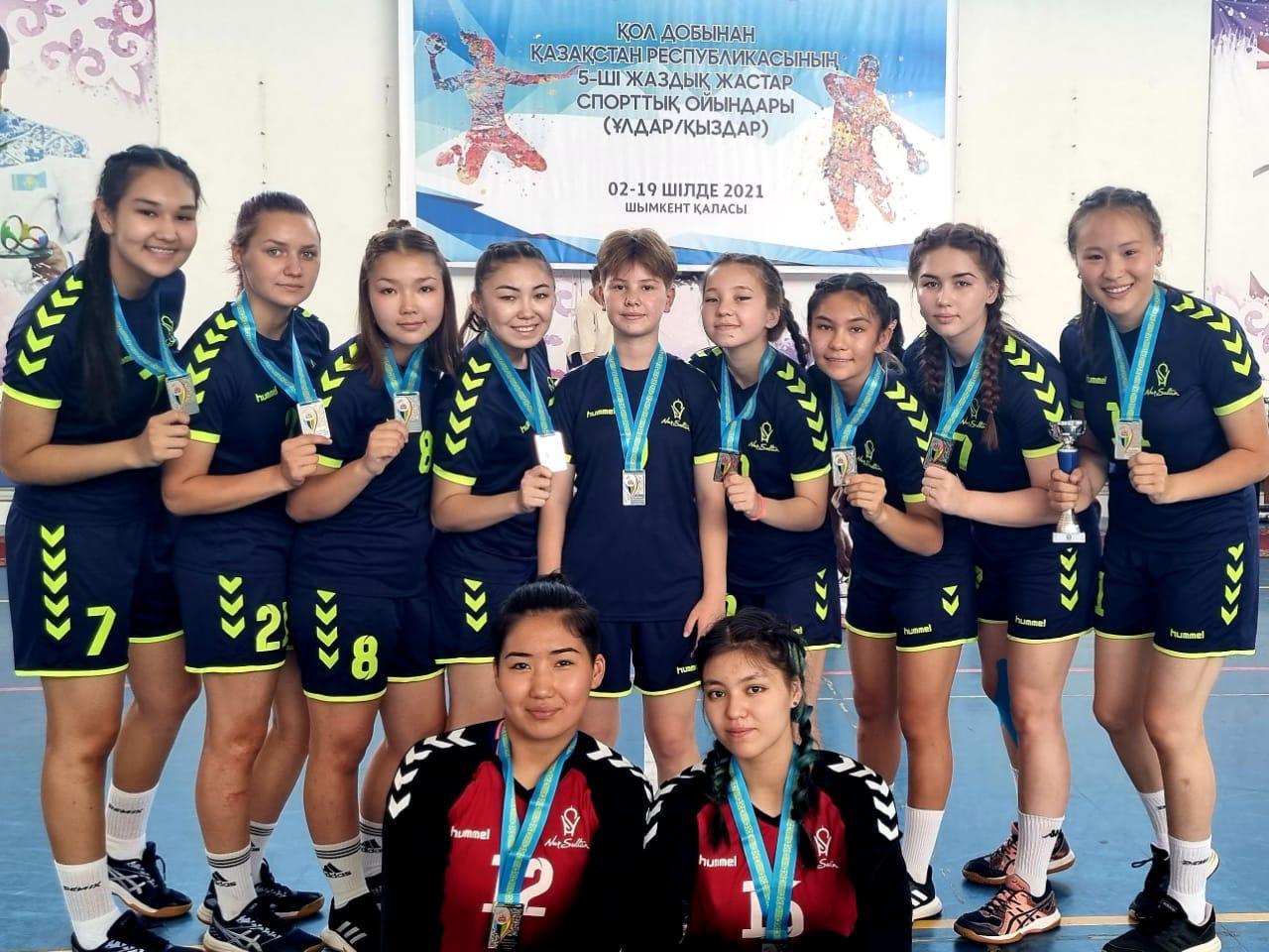 Столичные гандболистки завоевали серебро на V молодежных играх