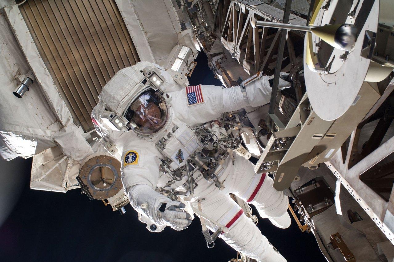 Астронавты NASA вышли в открытый космос с борта МКС