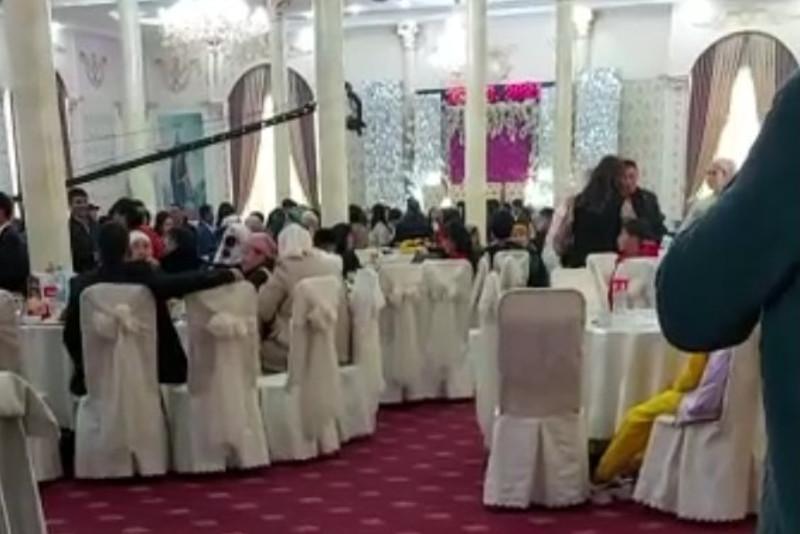 Пир во время чумы: сто человек вывели с очередного тоя в Алматы