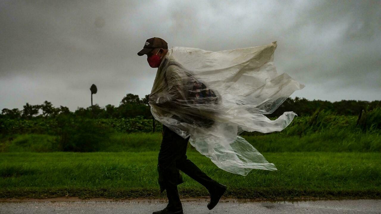 """Ураган """"Ида"""" на пути к Луизиане усилился до четвертой категории"""