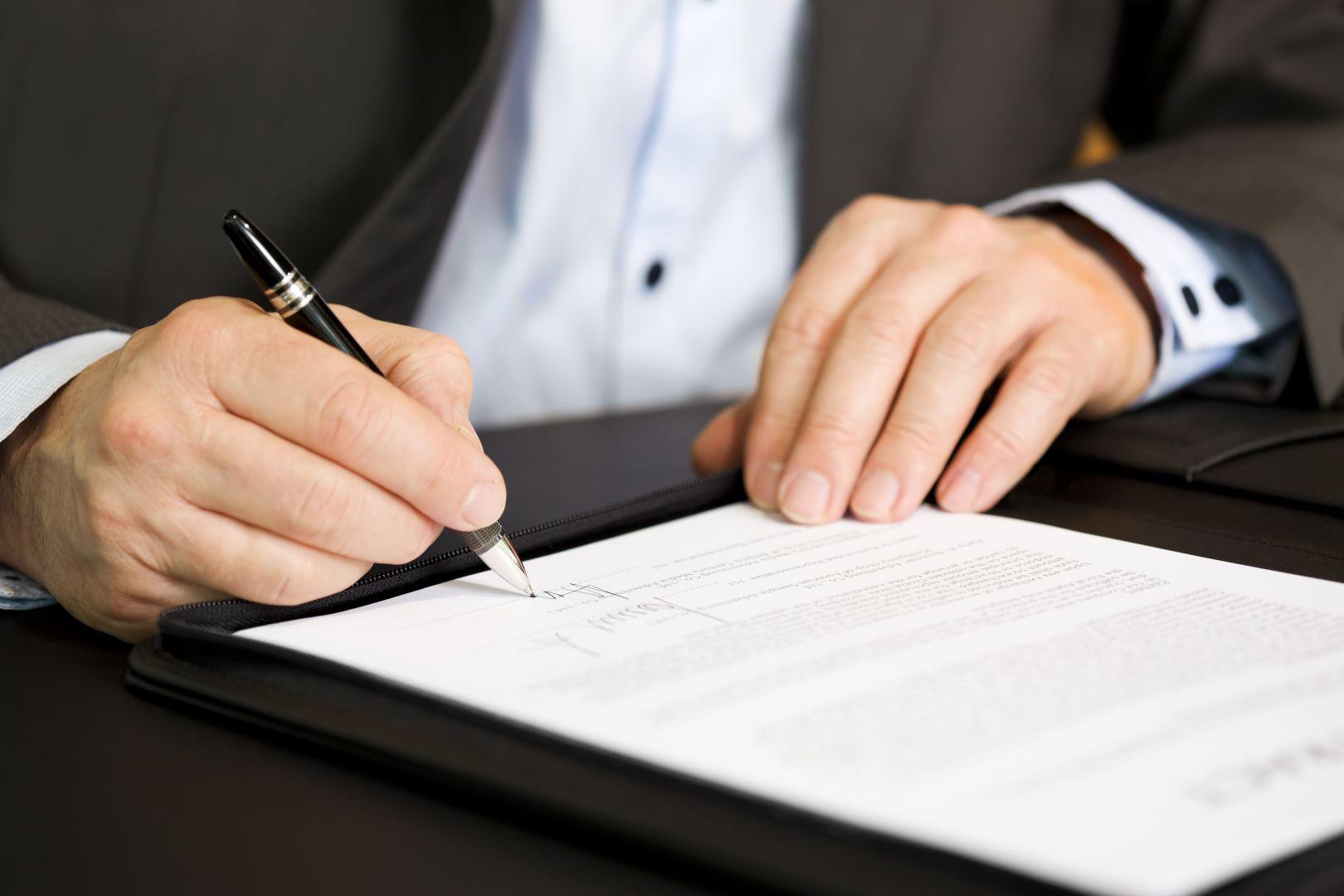 На что нужно обратить внимание перед подписанием брокерского договора?