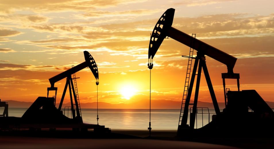 Цены на нефть замерли после роста накануне