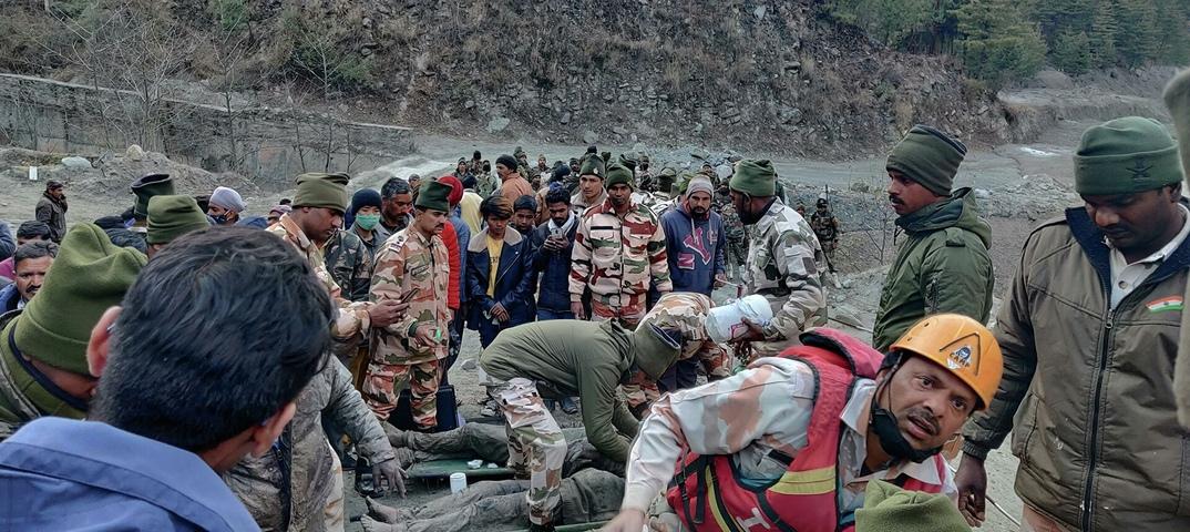 Число погибших при сходе ледника в Индии достигло 67