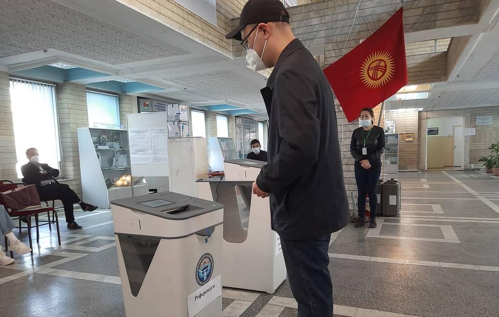 В Кыргызстане начались местные выборы и референдум о внесении поправок в Конституцию